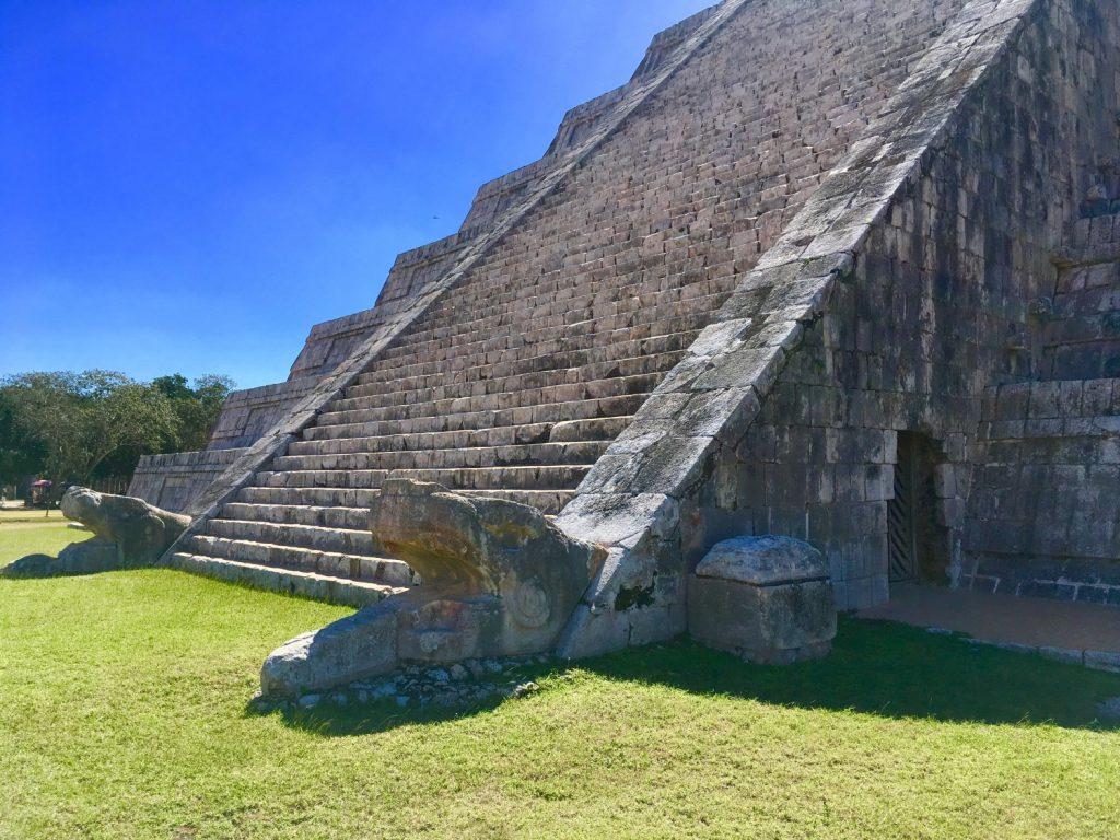 chichen itza pyramid kukulkan snake shadow equinox
